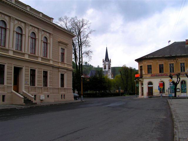 Ulica Letná s radnicou