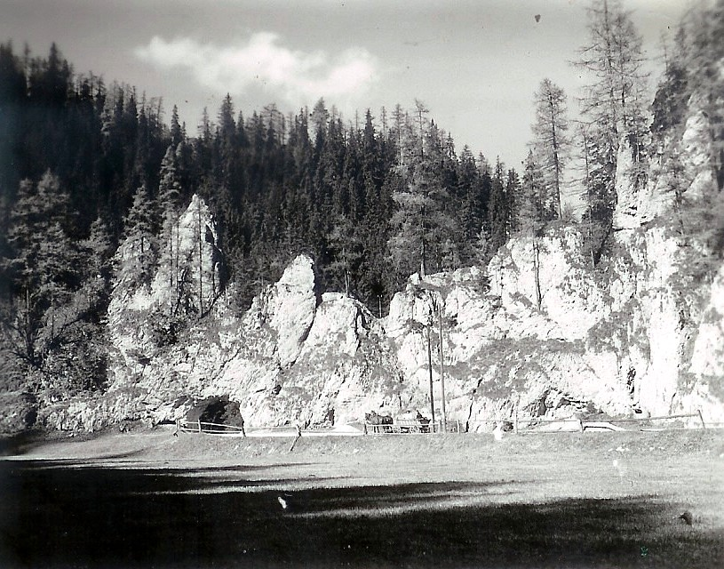 Stratenská skalná brána